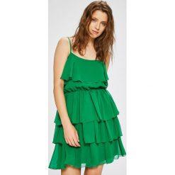 Trendyol - Sukienka. Zielone sukienki damskie Trendyol, z poliesteru, casualowe, na ramiączkach. W wyprzedaży za 99.90 zł.