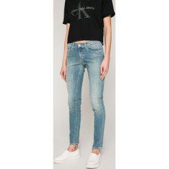 Calvin Klein Jeans - Jeansy Roxy. Szare jeansy damskie Calvin Klein Jeans. W wyprzedaży za 379.90 zł.