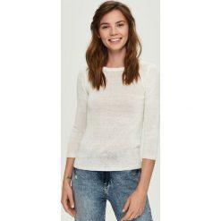 Lekki sweter - Kremowy. Białe swetry damskie Sinsay. Za 39.99 zł.