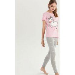 Dwuczęściowa piżama z jednorożcem - Różowy. Piżamy damskie marki bonprix. W wyprzedaży za 39.99 zł.