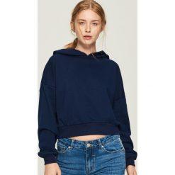 Krótka bluza z kapturem - Granatowy. Bluzy damskie marki Sinsay. W wyprzedaży za 29.99 zł.