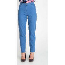 Niebieskie spodnie z wysokim stanem QUIOSQUE. Niebieskie spodnie materiałowe damskie QUIOSQUE, w paski, z bawełny. W wyprzedaży za 59.99 zł.