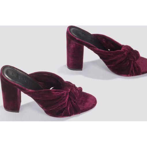 416f7b82e6221 NA-KD Shoes Aksamitne klapki na wysokim obcasie - Purple - Klapki ...