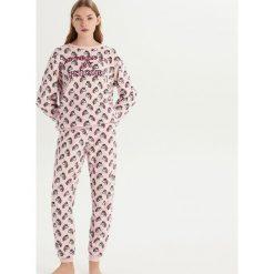 Pluszowa piżama w jednorożce - Różowy. Czerwone piżamy damskie Sinsay. Za 79.99 zł.