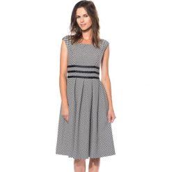 Czarno-biała sukienka odcięta w talii BIALCON. Białe sukienki damskie BIALCON, wizytowe. W wyprzedaży za 200.00 zł.