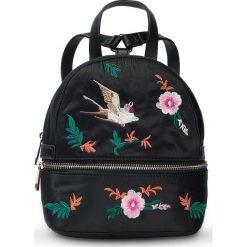 Mały plecak z haftem bonprix czarno-kolorowy. Plecaki damskie marki WED'ZE. Za 59.99 zł.