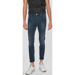 Wrangler - Jeansy Stralngler. Niebieskie jeansy męskie Wrangler. W wyprzedaży za 219.90 zł.