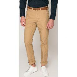 Guess Jeans - Spodnie. Różowe eleganckie spodnie męskie Guess Jeans, z bawełny. W wyprzedaży za 269.90 zł.