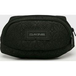 Dakine - Nerka. Czarne walizki damskie Dakine, w paski, z materiału. W wyprzedaży za 84.90 zł.