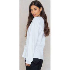 Rut&Circle Bluza z podkreśloną talią Elina - White. Białe bluzy damskie Rut&Circle, w paski, z bawełny. W wyprzedaży za 48.59 zł.