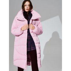 Oversize'owy płaszcz - Różowy. Czerwone płaszcze damskie Reserved. Za 349.99 zł.