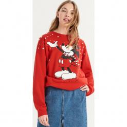Bluza Mickey Mouse z aplikacją - Czerwony. Czerwone bluzy damskie Sinsay, z aplikacjami. Za 69.99 zł.
