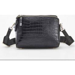 Torebka z krokodylą teksturą - Czarny. Czarne torebki do ręki damskie Reserved. Za 119.99 zł.