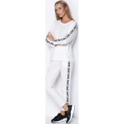 Biały Komplet Dresowy My Loved One. Białe spodnie dresowe damskie Born2be, z napisami, z dresówki. Za 69.99 zł.