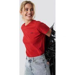 NA-KD Trend T-shirt basic Sinner - Red. Czerwone t-shirty damskie NA-KD Trend, z nadrukiem, z jersey, z okrągłym kołnierzem. Za 72.95 zł.
