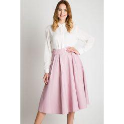 Rozkloszowana bladoróżowa spódnica BIALCON. Białe spódnice damskie BIALCON, z bawełny, eleganckie. W wyprzedaży za 208.00 zł.