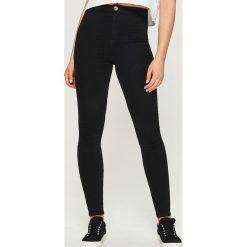 Spodnie skinny - Czarny. Czarne spodnie materiałowe damskie Sinsay. Za 49.99 zł.