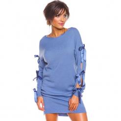 """Sukienka """"Mona"""" w kolorze niebieskim. Niebieskie sukienki damskie So Cachemire, z kaszmiru, ze sznurowanym dekoltem. W wyprzedaży za 173.95 zł."""