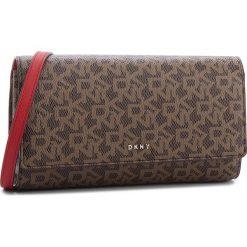 Torebka DKNY - Bryant Wallet On String R835J622 Mocha Logo/Rog M68. Brązowe listonoszki damskie DKNY, ze skóry ekologicznej. Za 589.00 zł.