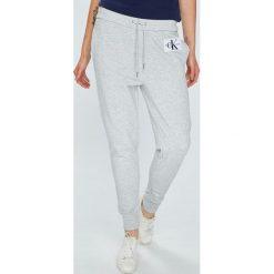 Calvin Klein Jeans - Spodnie. Szare jeansy damskie Calvin Klein Jeans, z bawełny. Za 399.90 zł.