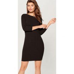 Sukienka z biżuteryjnym detalem - Czarny. Czarne sukienki damskie Mohito. Za 89.99 zł.