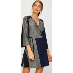 Answear - Sukienka. Szare sukienki damskie ANSWEAR, z dzianiny, casualowe. Za 169.90 zł.