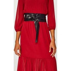 Answear - Pasek skórzany. Czerwone paski damskie ANSWEAR, w paski, z materiału. W wyprzedaży za 59.90 zł.