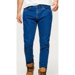 Jeansy COMFORT CARROT - Granatowy. Niebieskie jeansy męskie Cropp. Za 99.99 zł.