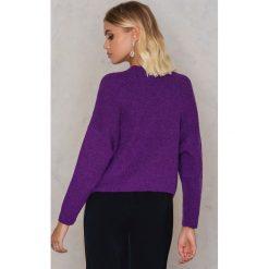NA-KD Sweter z dzianiny z kieszeniami z przodu - Purple. Fioletowe swetry damskie NA-KD, z dzianiny, z okrągłym kołnierzem. W wyprzedaży za 80.98 zł.