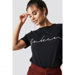 NA-KD Trend T-shirt basic Taken - Black. Czarne t-shirty damskie NA-KD Trend, z nadrukiem, z jersey, z okrągłym kołnierzem. Za 72.95 zł.