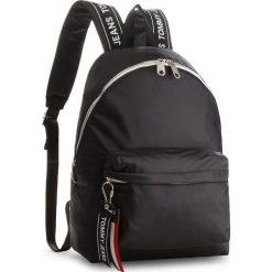 Plecak TOMMY JEANS - Logo Bac AU0AU00160  002. Czarne plecaki damskie Tommy Jeans, z jeansu. Za 449.00 zł.