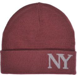 85bbef515ed426 CZAPKA MĘSKA Z MODOWYM NAPISEM. Czapki i kapelusze męskie TOP SECRET. W  wyprzedaży za