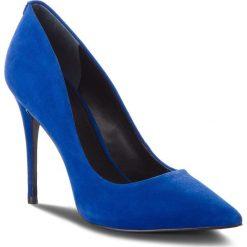 Szpilki GUESS - FLOKY4 SUE08 BLUE. Niebieskie szpilki damskie Guess, ze skóry. Za 669.00 zł.