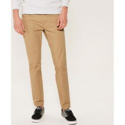 Materiałowe spodnie slim fit - Beżowy. Spodnie materiałowe męskie marki House. W wyprzedaży za 59.99 zł.