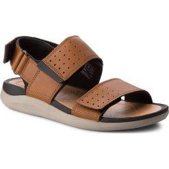 Sandały CLARKS - Garratt Active 261324307 Tan Leather. Brązowe sandały męskie Clarks, z materiału. W wyprzedaży za 229.00 zł.