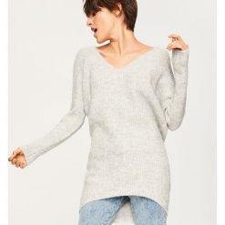 Sweter z wiązaniem z tyłu - Jasny szar. Szare swetry damskie Reserved. Za 99.99 zł.