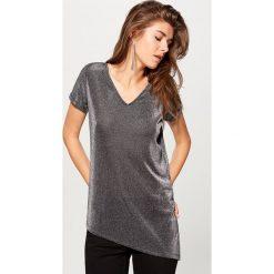 Asymetryczna koszulka - Czarny. Czarne bluzki damskie Mohito, z asymetrycznym kołnierzem. Za 69.99 zł.