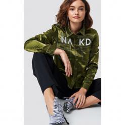 NA-KD Trend Koszula NA-KD - Green. Zielone koszule damskie NA-KD Trend, z nadrukiem, z kontrastowym kołnierzykiem, z długim rękawem. Za 121.95 zł.