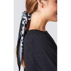 NA-KD Accessories Szalik Leo Print Hair - Grey. Szare szaliki i chusty damskie NA-KD Accessories, z materiału. Za 52.95 zł.