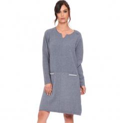 """Sukienka """"Maud"""" w kolorze szarym. Szare sukienki damskie Cosy Winter, ze splotem, z długim rękawem. W wyprzedaży za 181.95 zł."""
