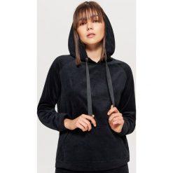 Welurowa bluza hoodie - Czarny. Bluzy damskie marki KALENJI. W wyprzedaży za 39.99 zł.