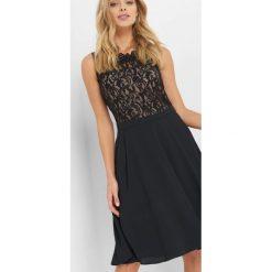 Sukienka z koronkową górą. Czarne sukienki damskie Orsay, w jednolite wzory, z dzianiny, wizytowe, bez rękawów. Za 159.99 zł.