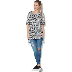 Colour Pleasure Koszulka CP-033  137 biało-czarna  r. uniwersalny. T-shirty damskie Colour Pleasure. Za 76.57 zł.
