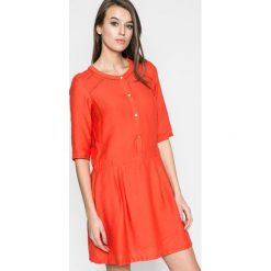 Answear - Sukienka Rita. Szare sukienki damskie ANSWEAR, z materiału, casualowe, z okrągłym kołnierzem, z krótkim rękawem. W wyprzedaży za 79.90 zł.