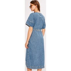 Pepe Jeans - Sukienka Chleo. Sukienki damskie Pepe Jeans, z bawełny, casualowe, z okrągłym kołnierzem, z krótkim rękawem. W wyprzedaży za 379.90 zł.