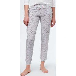 Etam - Spodnie piżamowe Izilda. Szare piżamy damskie Etam, z tkaniny. W wyprzedaży za 69.90 zł.