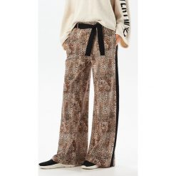Spodnie z motywem skóry węża - Wielobarwn. Szare spodnie materiałowe damskie Reserved, ze skóry. Za 139.99 zł.