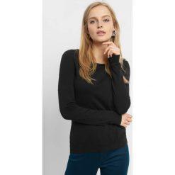 Lekki sweter z wiązaniem. Czarne swetry damskie Orsay, z bawełny, z dekoltem na plecach. Za 59.99 zł.