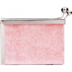 Różowa torebka puzderko na bigiel QUIOSQUE. Czerwone torebki do ręki damskie QUIOSQUE, z weluru. Za 99.99 zł.