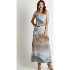 Popielata sukienka maxi z paskiem BIALCON. Szare sukienki damskie BIALCON, w kolorowe wzory, klasyczne, z klasycznym kołnierzykiem, z długim rękawem. Za 495.00 zł.
